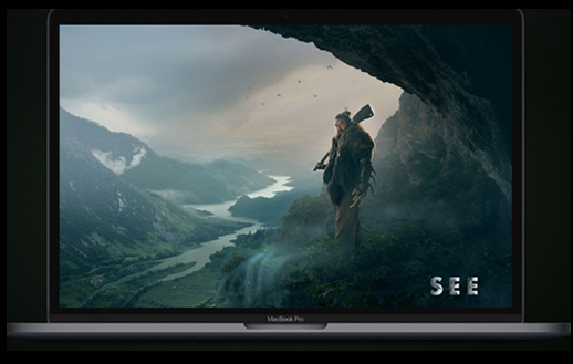 Macbook Air affichant le film SEE